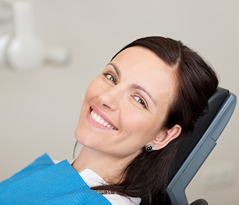 Smilling lady sitting on the dentist chair